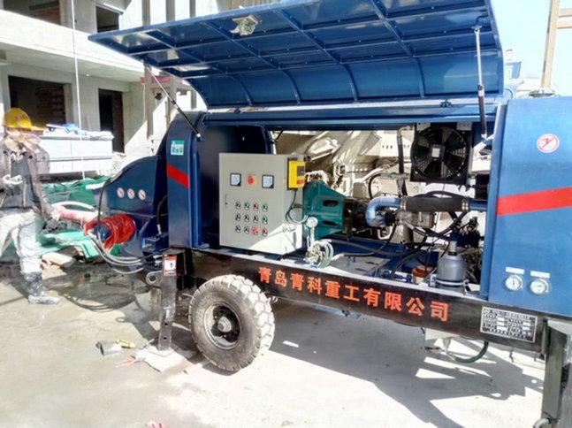 混凝土输送泵。细石泵